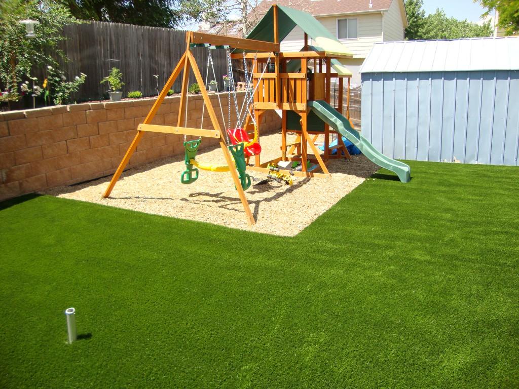 Kindvriendelijke tuin met speelhoek