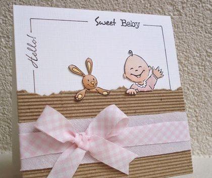 Eenvoudig zelfgemaakt geboortekaartje met strik
