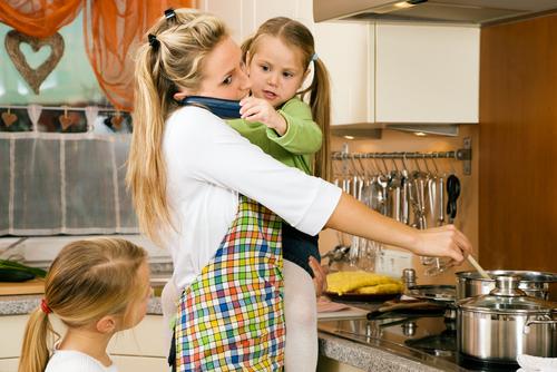 Multitaskende moeder via shutterstock.com