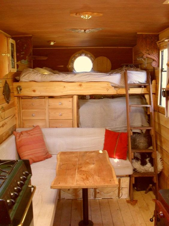 Hoog bed in de camper