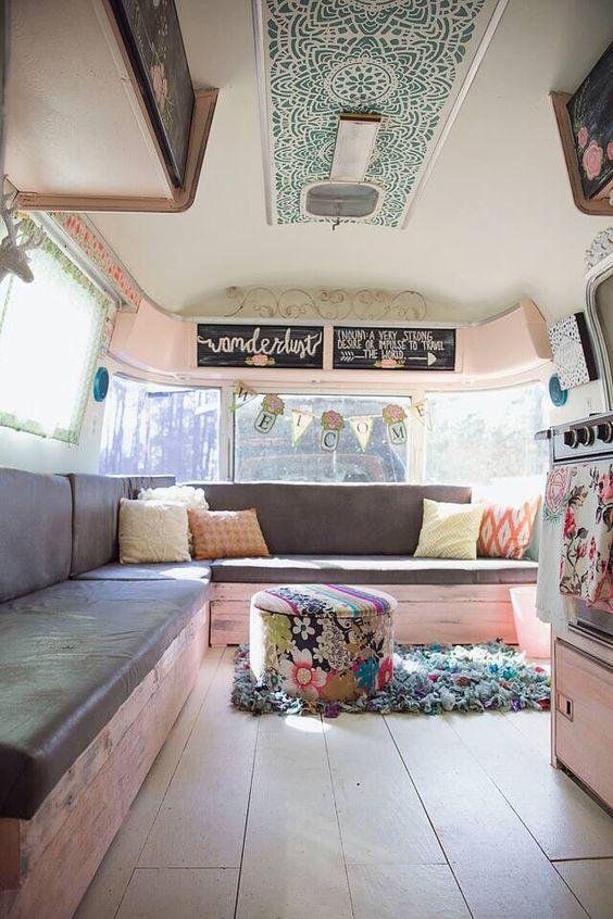 Open gezellige camper met veel licht