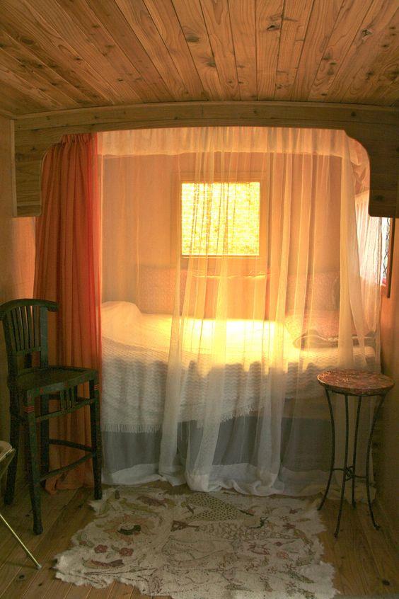 Prachtig bed in de camper
