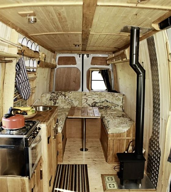 Camper met houtkacheltje