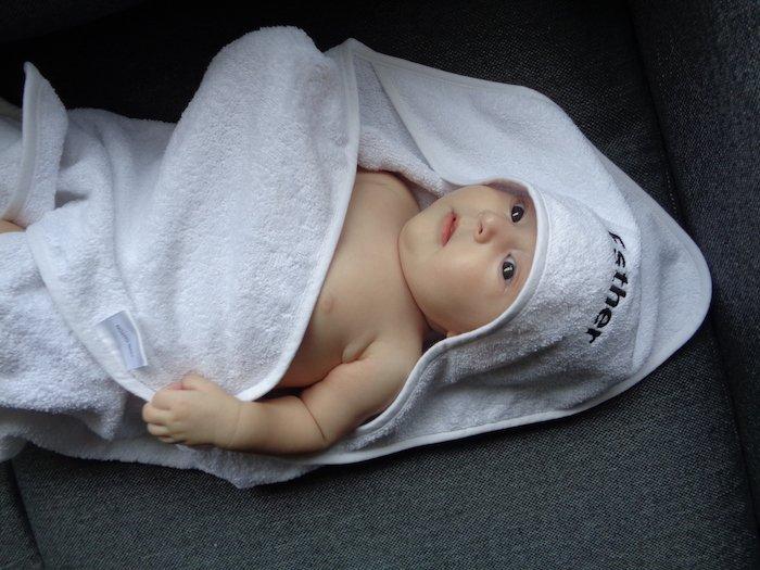 Baby in badcape