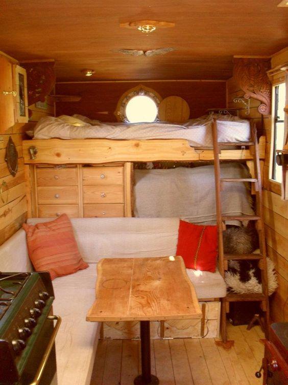 Hoog bed in de camper