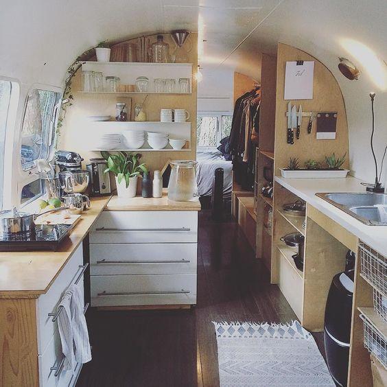 Prachtig houten camper interieur