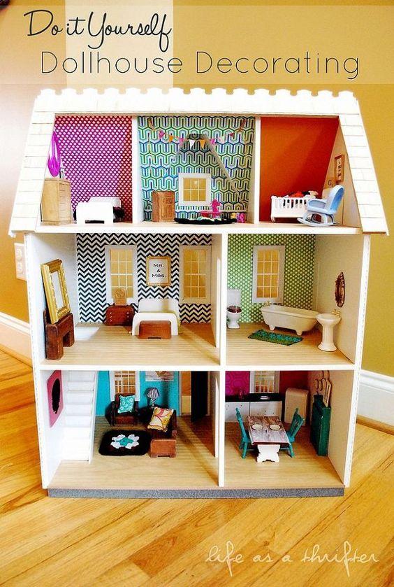8 prachtige DIY poppenhuizen, aangekleed met behangpapier
