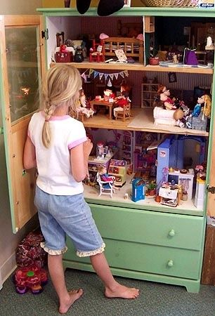 8 prachtige DIY poppenhuizen, poppenhuis in de kledingkast