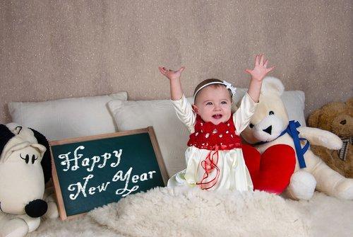 klein kindje met nieuwjaar