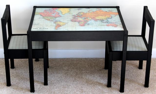 Tafeltje met wereldkaart