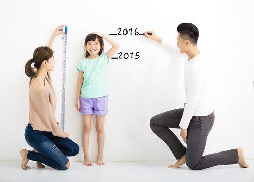 Lengte van kind meten voor bepalen kledingmaat