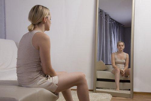 Vermoeide vrouw na zwangerschap
