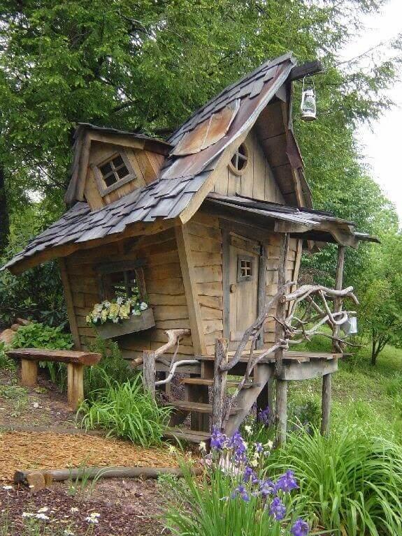 Speelhuis in de tuin