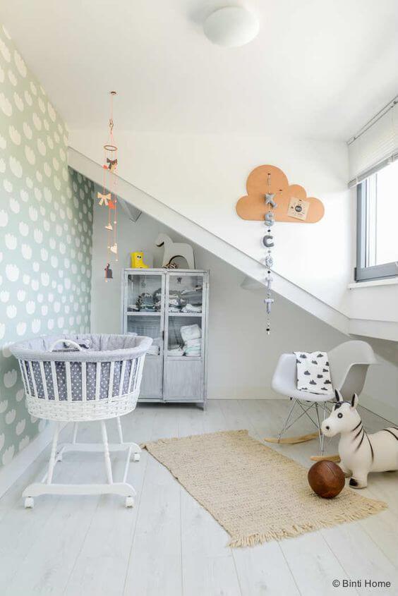 Kleine babykamer met weinig meubels