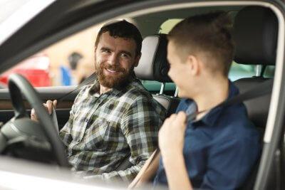 Auto uitlenen aan kinderen