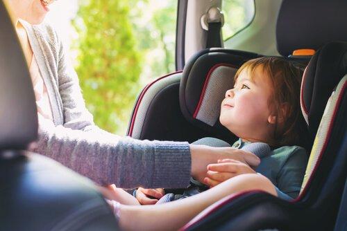Kind in de auto meenemen