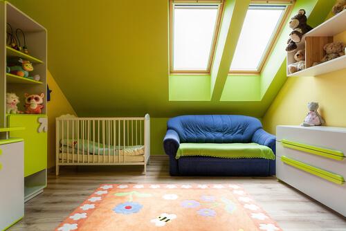 Babykamer in felgroen