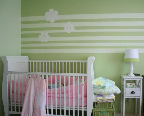 Groene babykamer met patroon