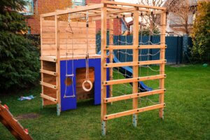 De voordelen van houten speeltoestellen in je tuin!