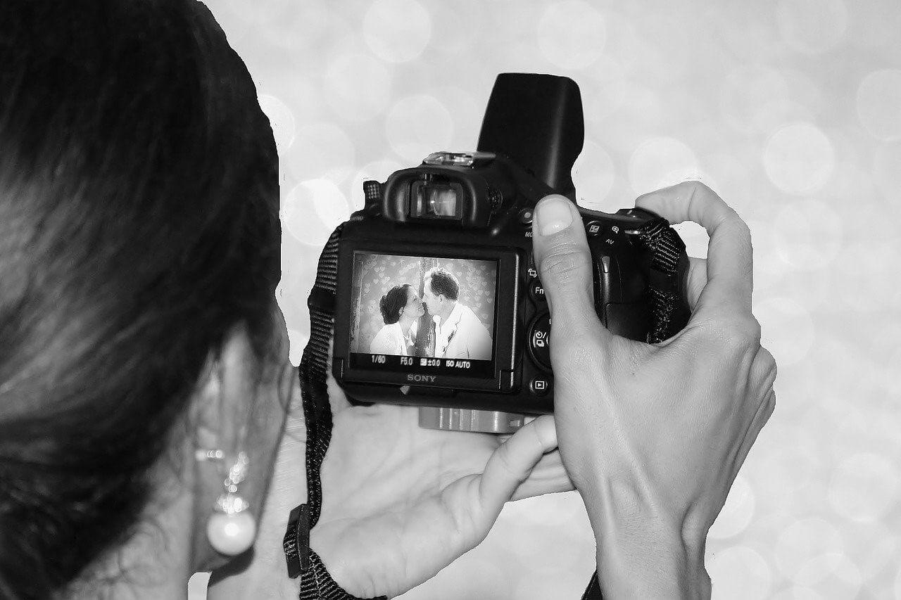 Redenen waarom je een fotograaf zou moeten inhuren voor de bruiloft