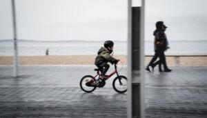Steeds meer kinderen met fietshelmpjes